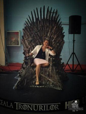 Adriana pe tronul din Game of Thrones