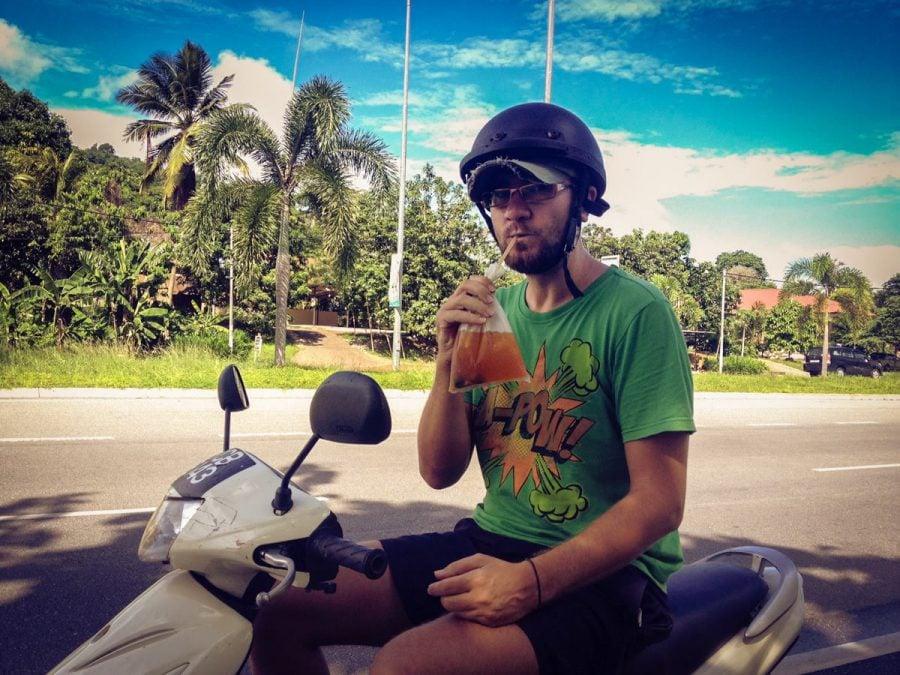 Cristi pe scooter, ceai la pungă, Malaezia