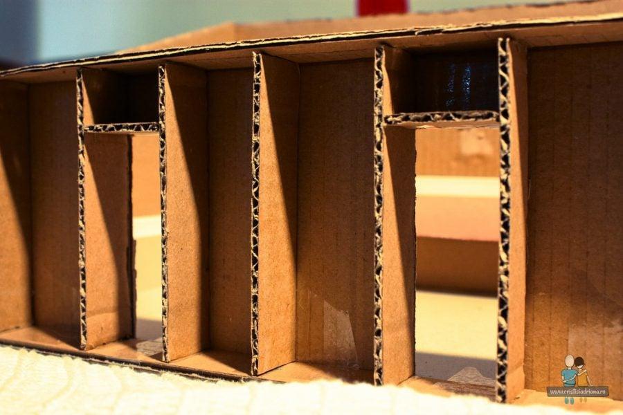 Casa de paie, macheta de carton