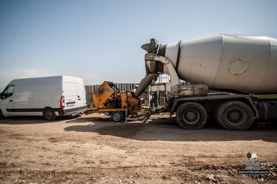 Turnat beton fundatie cu betoniera