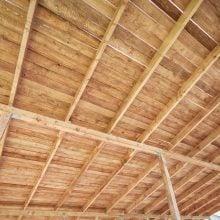 Acoperișul și structura de lemn pentru casa de paie