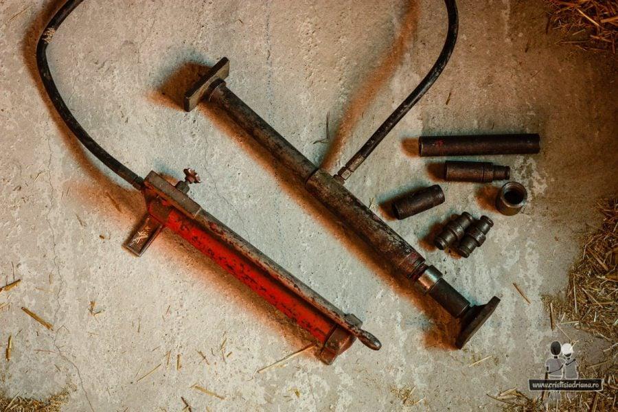 Pompă hidraulică pentru spart uși de case