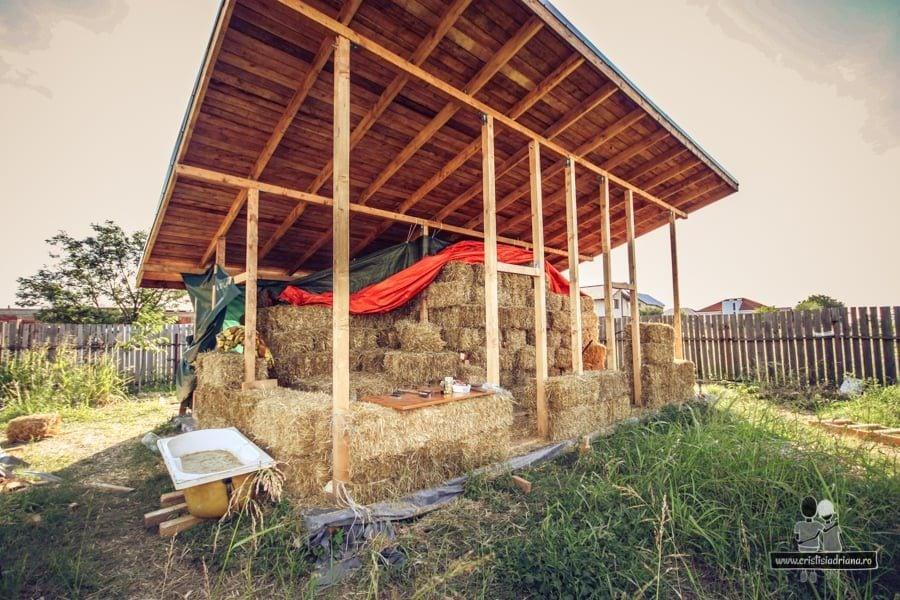 Structura de lemn și pereții din baloți