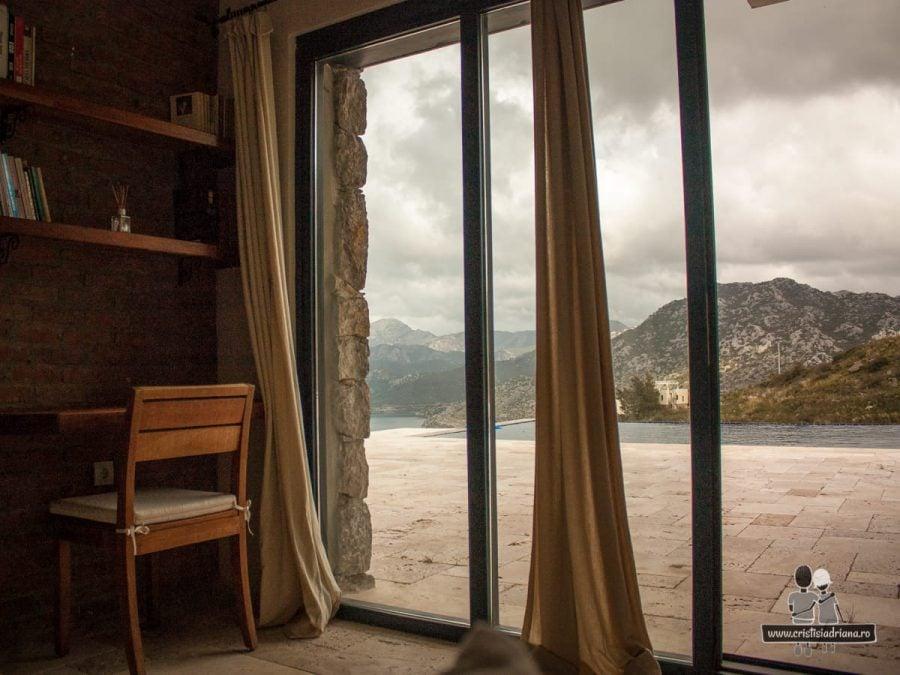 Hotel, vedere spre piscină