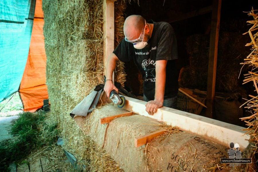 Șlefuire tâmplărie lemn fereastră