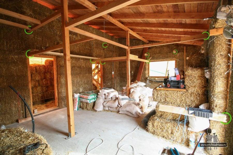 Interior casă de paie