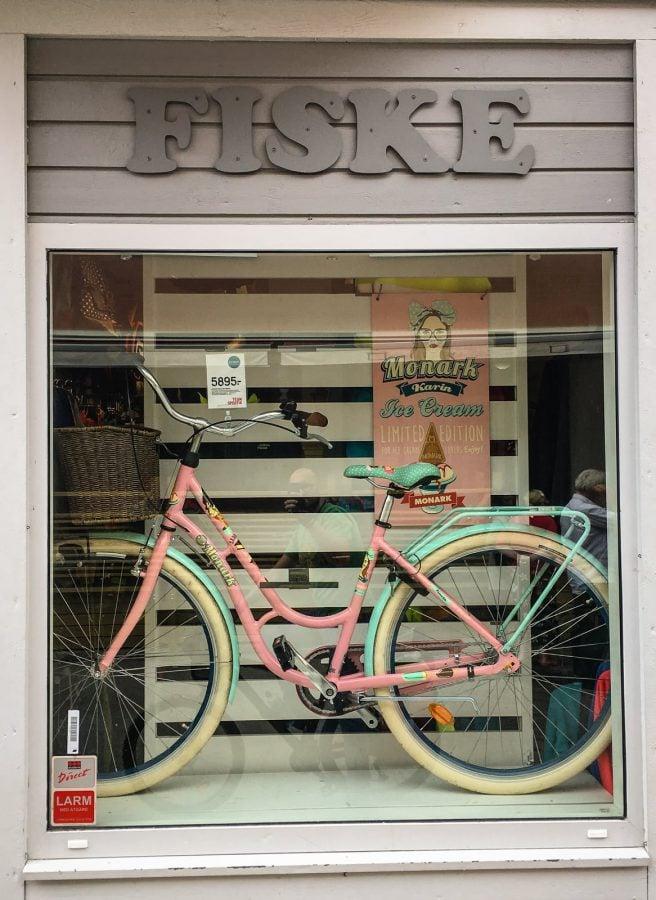 Bicicletă Monark. Roz și turcoaz, ediție limitată