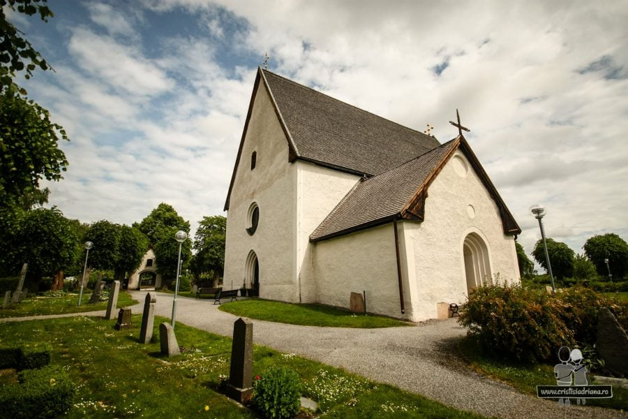 Taby Kyrka, biserică și cimitir