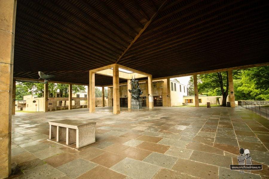 Capela centrală minimalistă și funcțională