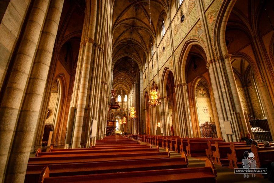 Interiorul catedralei, construită prin secolul 13