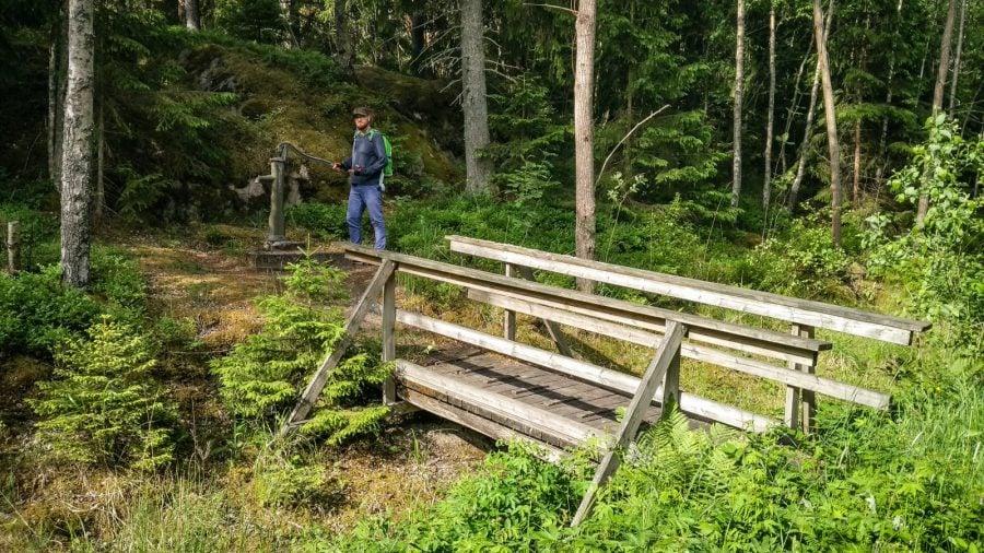 Podeț și pompă de apă în Suedia