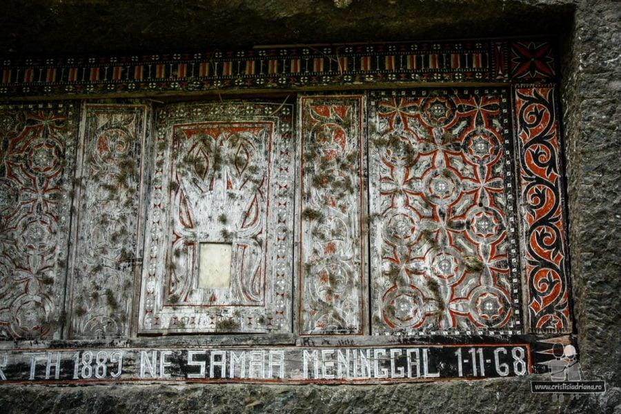 Sculptură în lemn pe mormânt în Tana Toraja