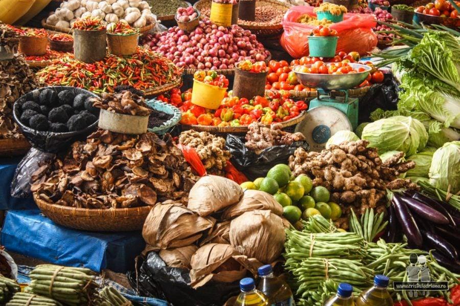 Tarabă în piață, Rantepao