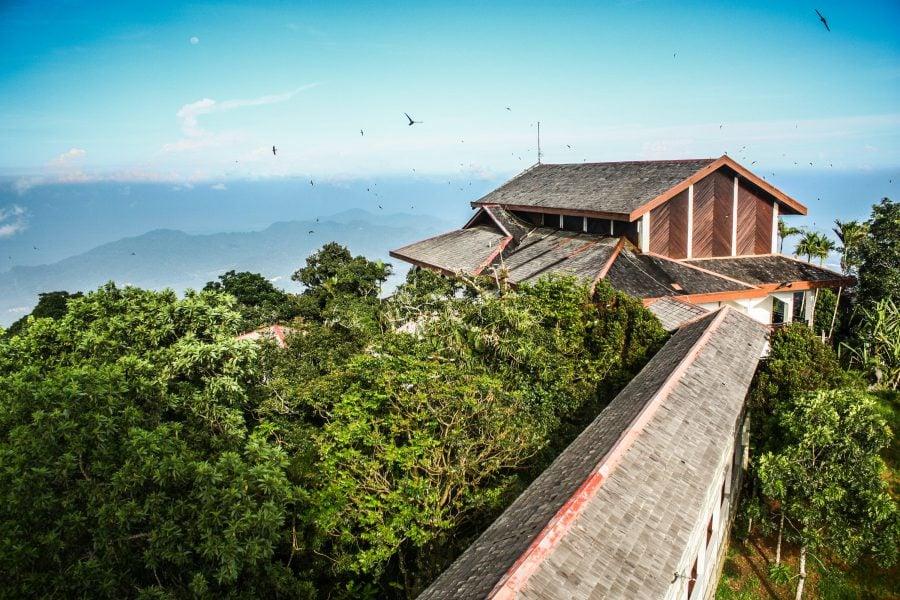 Casuțe în vârful Gunung Raya