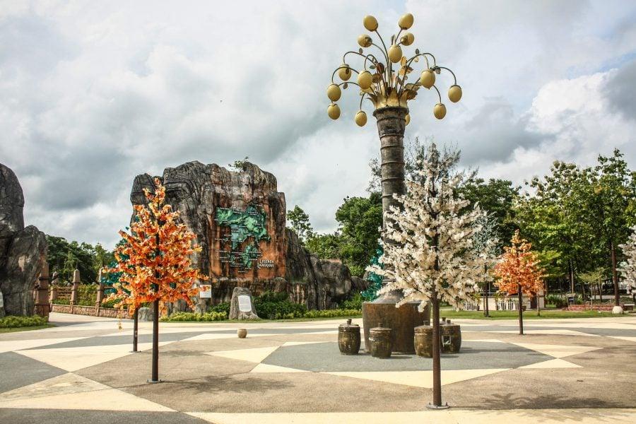 Copaci de metal și plastic