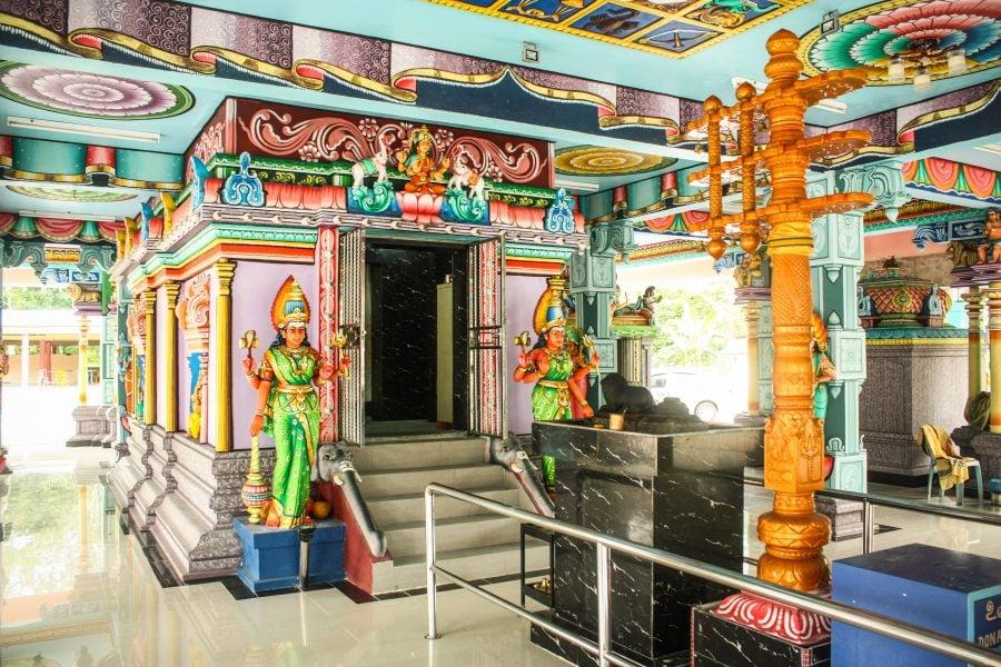 Stâlp indian și altar