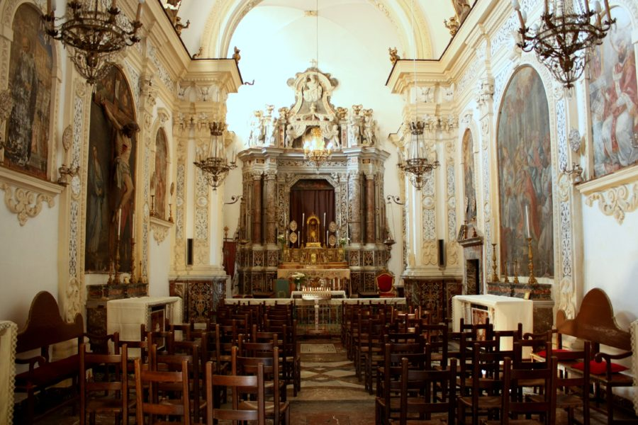 Interior biserică în Taormina