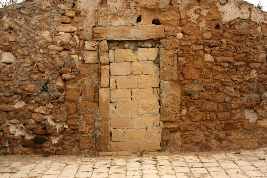 Ușă zidită cu piatră, Sicilia