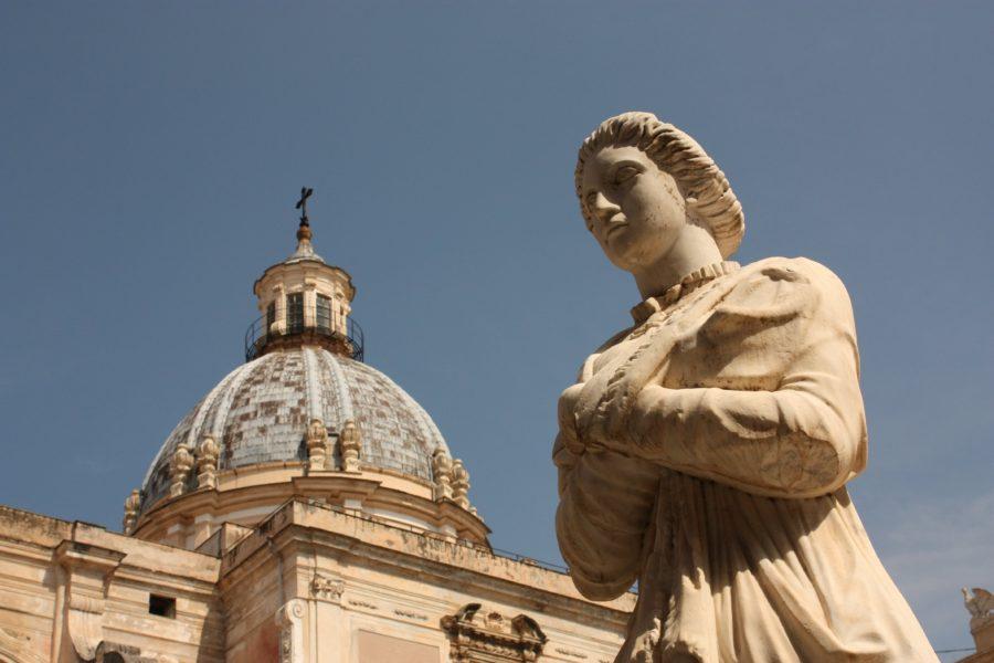 Statuie în piața Pretoriadin Palermo