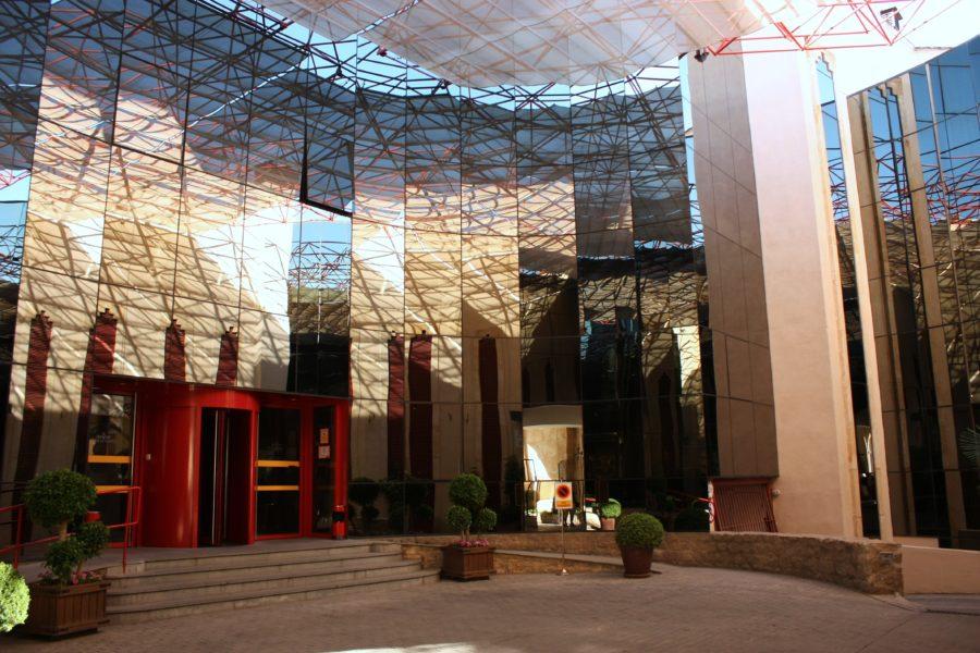 Intrarea moderna a Hotelului Parador de Ronda