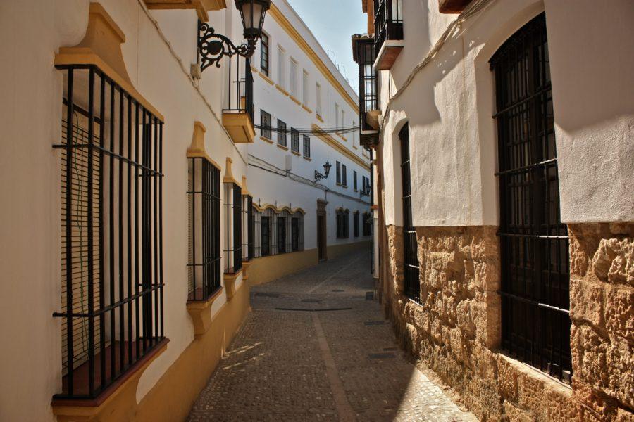Stradă pietruită într=un sat din sudul Spaniei, Ronda